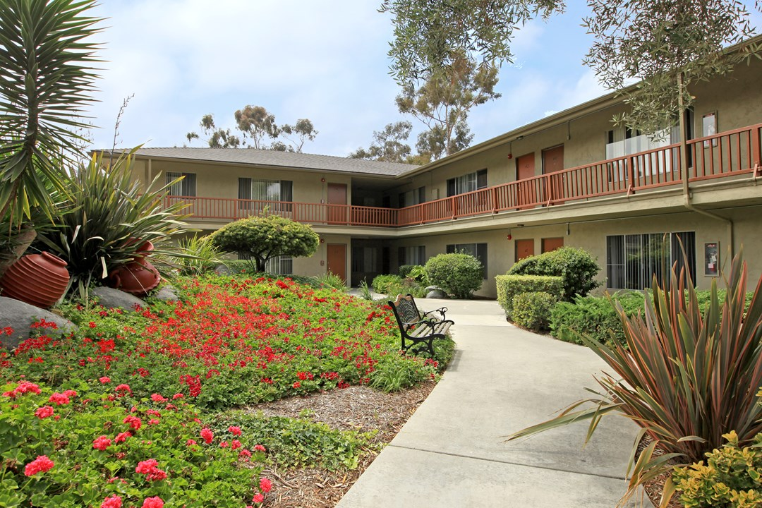 Oceanside California 39 S Vintage 60 39 S Apartment Community