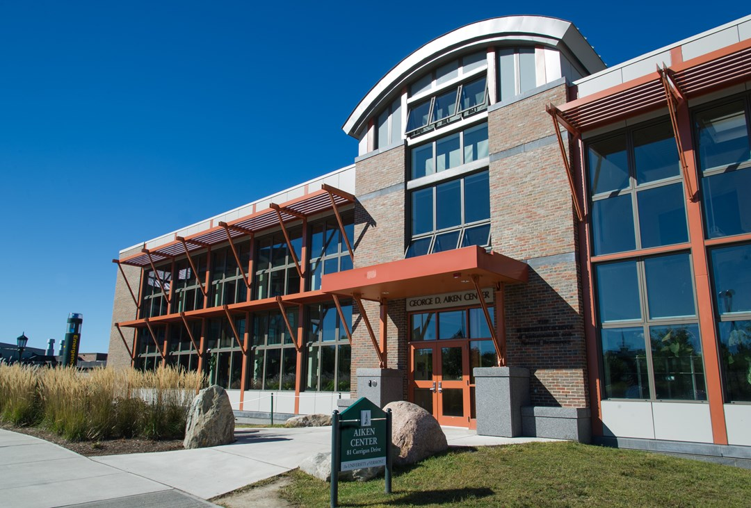 Pc construction builds leed platinum aiken center on for Leed building design