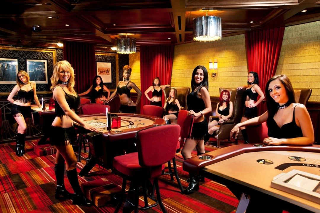 How much do casino floor supervisors make