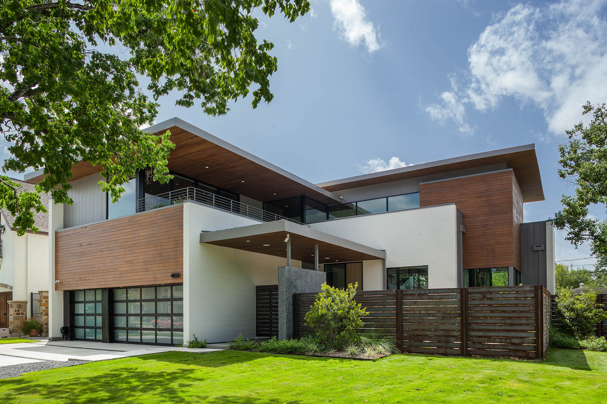 Aia houston showcases local architects and modern homes in for Modern houses in houston