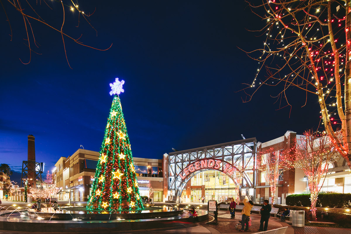 Legends Outlets Kansas City Gives The Gift Of Free Holiday